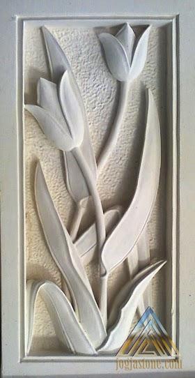 Relief tulip dari batu alam