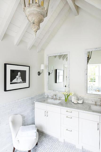 Traditional decor in bathroom by Eleanor Cummings