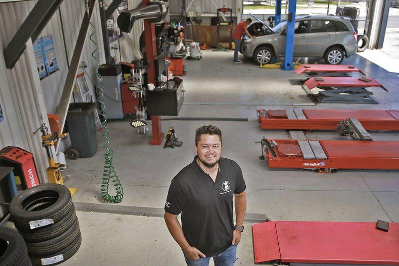 Waldo Ponce sacó adelante su taller automotriz