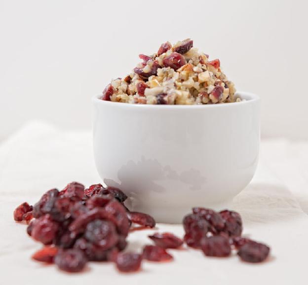 Quinoa-Cranberry-Nussmüsli