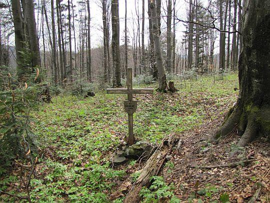Mogiła z okresu I wojny światowej przed Przełęczą Żebrak.