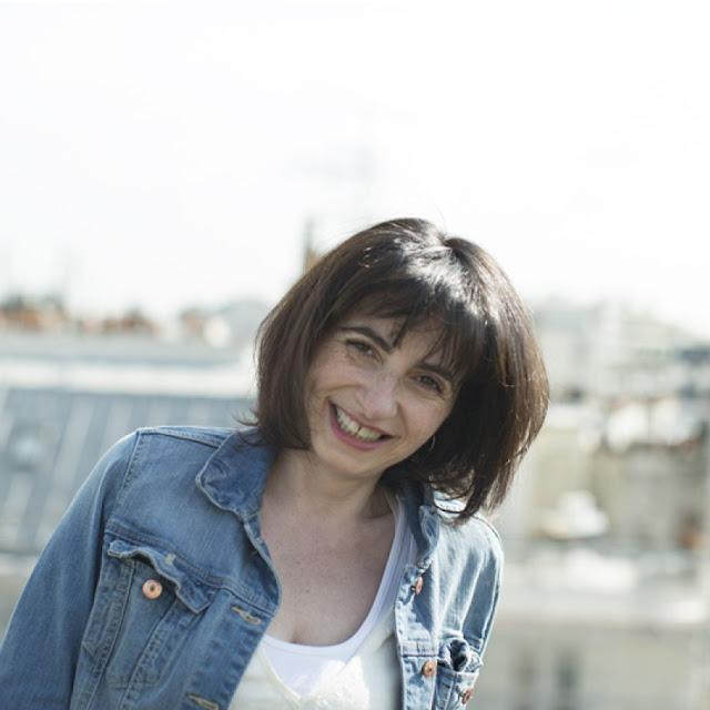"""Foto de perfil de Verónique Poulain en Twitter, de madre y padre sordos y autora del libro """"Todas las palabras que no me han dicho"""""""
