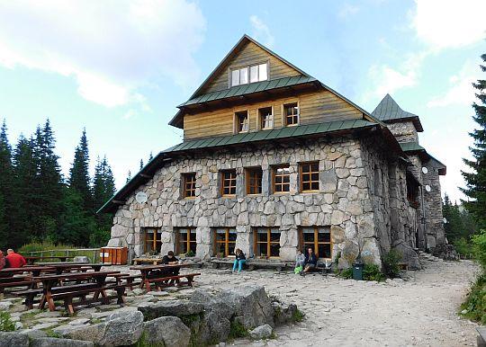 """Schronisko PTTK """"Murowaniec"""" na Hali Gąsienicowej (1500 m n.p.m.)."""