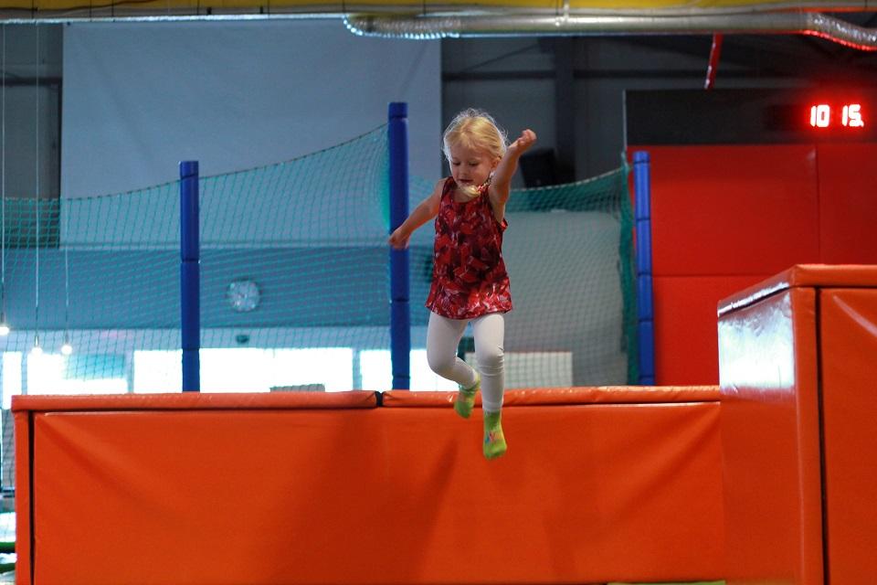 Zwiedzaj z dzieckiem #7 - rodzinnie i sportowo, czyli wizyta w parku trampolin