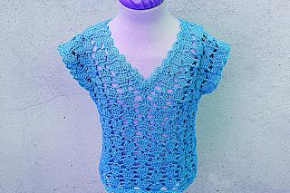 8 - Crochet IMAGEN Blusa para niña con puntada de corazones. MAJOVEL