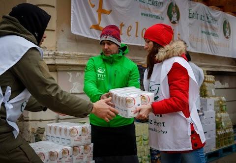 400 adag egytálételt és tartós élelmiszert osztanak ki a rászorulóknak Egerben