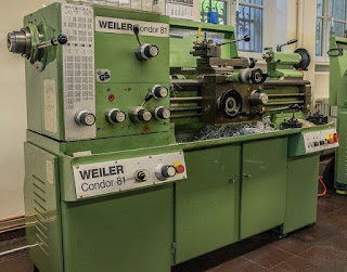 What-is-Lathe-Machine