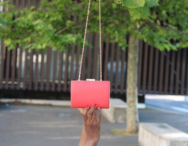 Pochette rose avec chaîne
