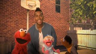 Romeo Santos sings Quiero Ser Tu Amigo. Elmo, Sesame Street Episode 4408 Mi Amiguita Rosita season 44