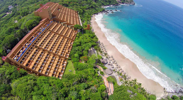 Las Brisas Ixtapa is one of the collection's most popular resort. Designed by famed architect Ricardo Legorreta, it features a contemporary design upon arrival in the lobby and throughout its guest rooms, hallways, meeting spaces and restaurants.