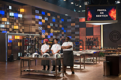 Cozinheiros aguardam o resultado da prova. Crédito: Carlos Reinis/Band