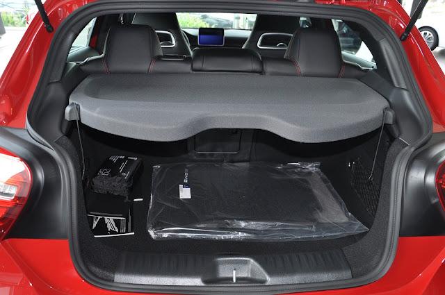 Cốp sau Mercedes A250 2017 thiết kế rộng