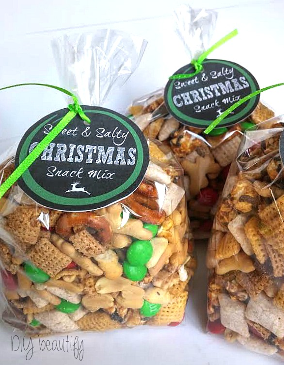 Christmas snack mix with free printable labels