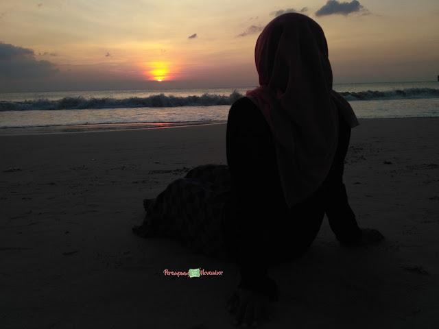 sunset di pantai lampuuk aceh