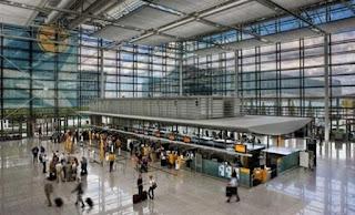 Απίστευτο περιστατικό σε γερμανικό αεροδρόμιο: 33χρονη κλήθηκε να πιέσει το στήθος της για να αποδείξει ότι θηλάζει!