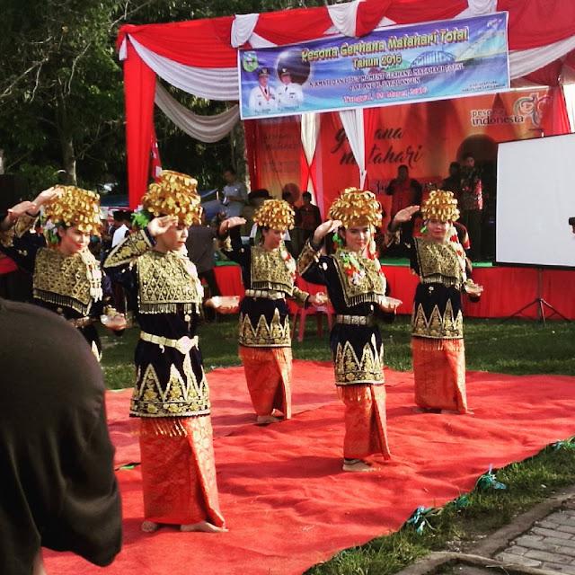 Tarian pembuka dari tarian adat Kabupaten Sarolangun menjadi pembuka dan turut memeriahkan rangkaian acara #GMTSarolangun2016.