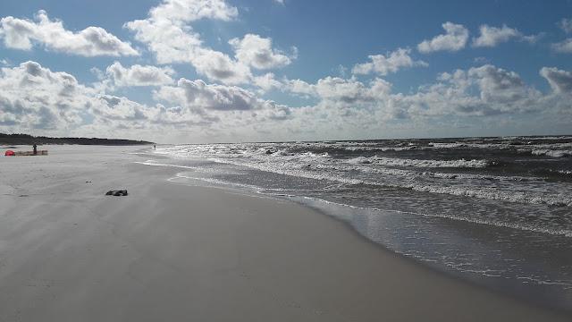 Plaża w Białogórze, Pusta plaża nad polskim morzem
