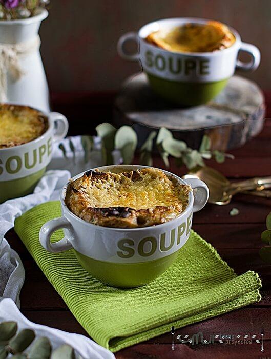 como preparar la sopa de cebolla tradicional en Francia