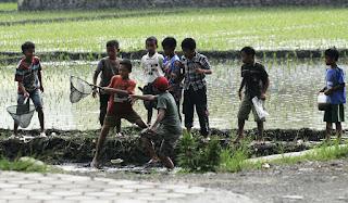 Percakapan Bahasa Sunda Tentang Liburan Sekolah