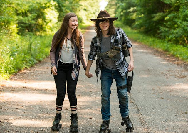 "Enid y Carl en patines, 7x05 ""Go Getters"" de 'The Walking Dead'"