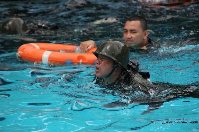 Tentara Langit Manado, Berlatih Renang Militer