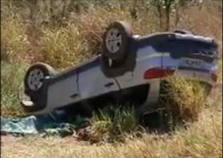 Carro com placa da PB capota e é encontrado crivado de balas; 5 mortos e 2 feridos