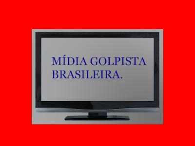 A foto mostra uma TV  e no centro da tela a mensagem: a mídia golpista brasileira.