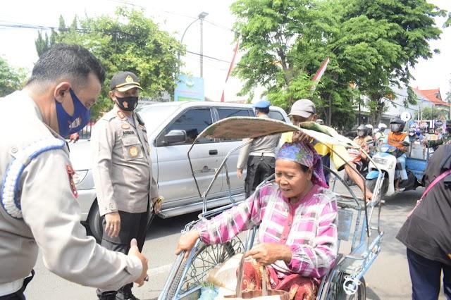 Disiplinkan Masyarakat, Kapolres Pasuruan Kota Beserta Forkopimda Operasi Masker