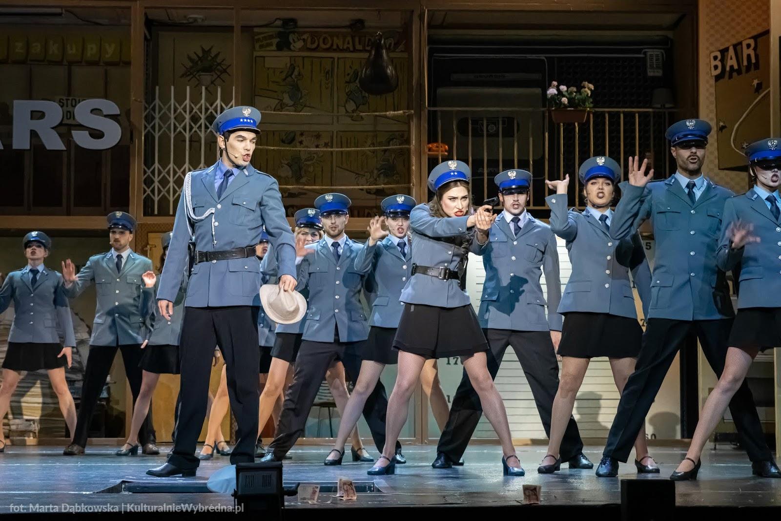 musical Kapitan Żbik i Żółty Saturator Teatr Syrena zdjęcia