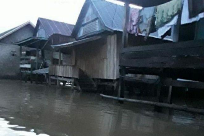 Banjir Semakin Meluas di Bone, Ketinggian Air Sepinggang Orang Dewasa