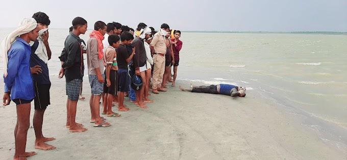 गंगा की रेती पर मिला लापता युवक का शव, मचा हड़कम्प Ballia News