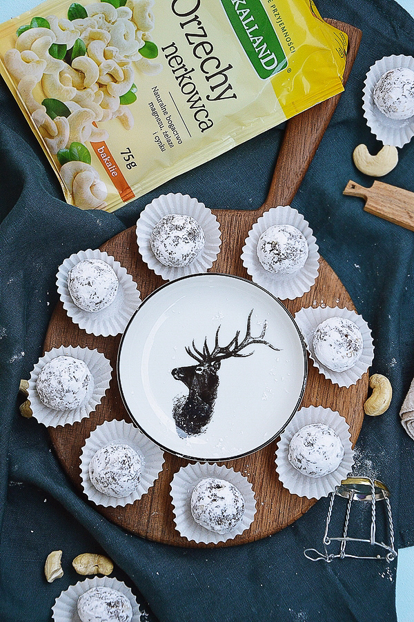 Trufle z daktylami, suszonymi śliwkami i orzechami