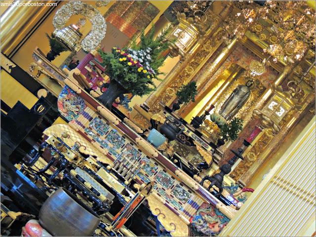 Buda Amida Butsu en el Templo Budista Tsukiji Hongwanji