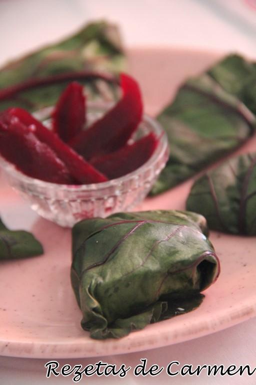 Enrollados de hojas de remolacha, jamón y queso