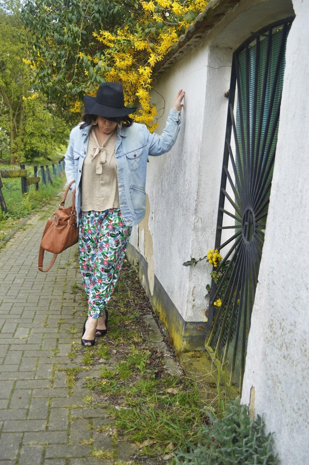 Harem pants & blouse with Wrangler Vintage Denim Jacket