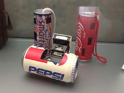 Câmeras fotográficas em formato de latinhas de refrigerante
