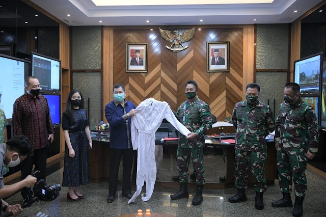 TNI AD Terima Bantuan 30.000 APD Baju Hazmat Dari MNC Peduli