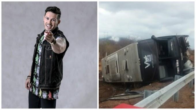 Ônibus do cantor de forró Wylley Gomes vira em curva e deixa feridos em Irauçuba