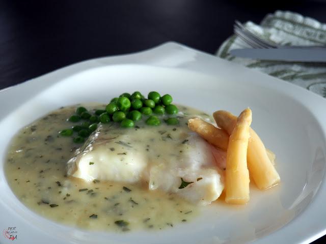 Merluza cocinada al vacío y a baja temperatura acompañada de una tradicional salsa verde. Inspirada en el chef Joan Roca.