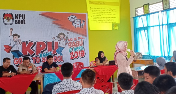 Sasar Pemilih Pemula, KPU Bone Gelar Program Goes To School