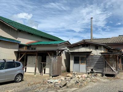 新津温泉 敷地内にある小屋