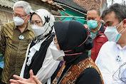 Kunjungi Purwakarta, Mensos Salurkan Bantuan Beras untuk Warga Terdampak PPKM