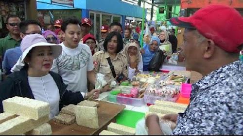 Titik Soeharto Blusukan Pasar, Optimis Prabowo Sandi Menang