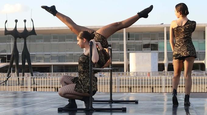 ARTE NO CAT: Foco Cia de Dança se apresenta na Praça dos Três Poderes