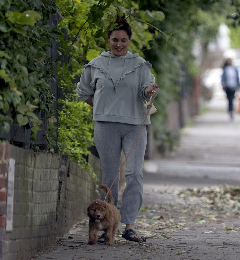 Kelly Brook CLicked Outside with Her Dog in Promrose Hill 22 Aug -2020