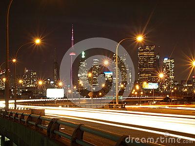 https://www.dreamstime.com/stock-image-toronto-night-image29386111#res487314