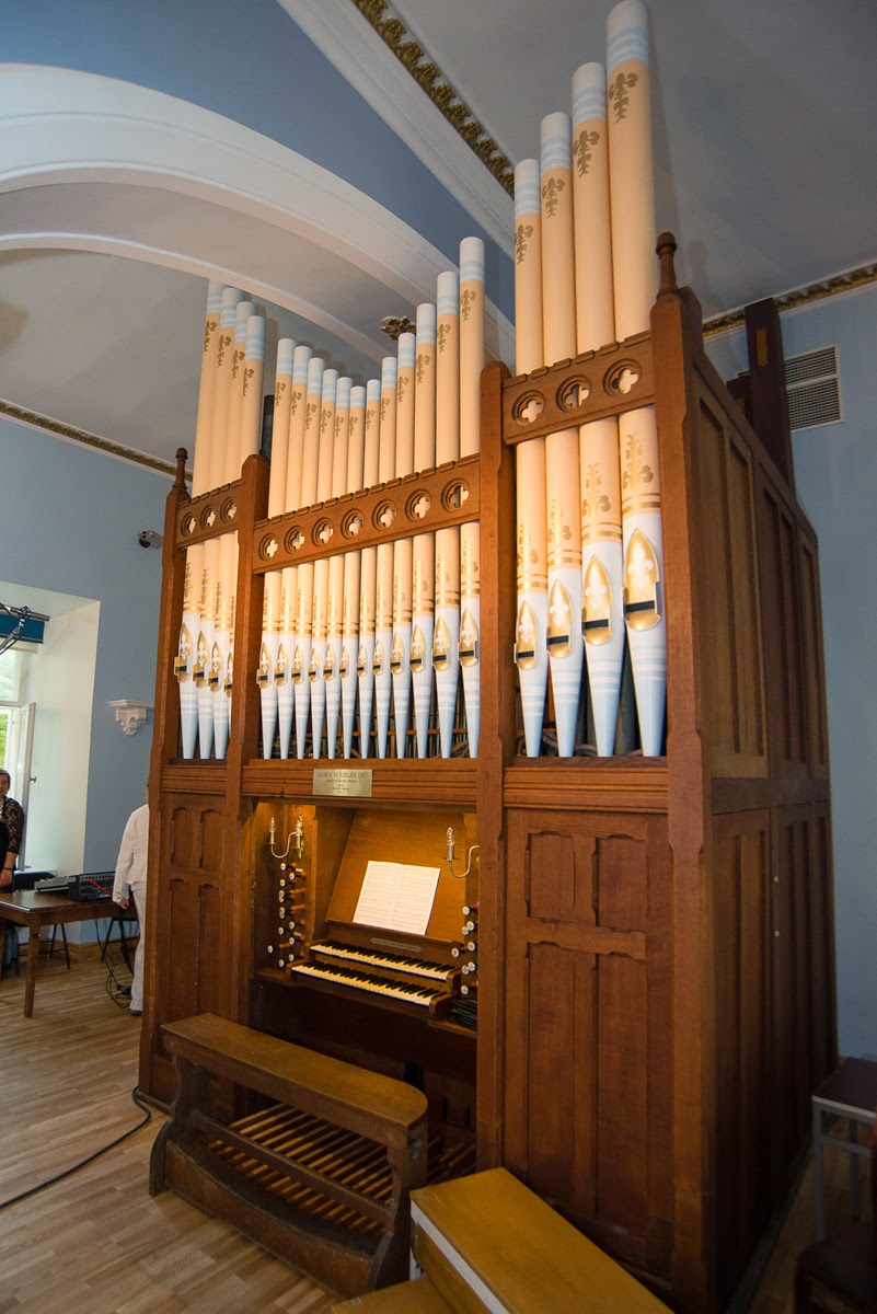 Rebuilt Henry Jones organ from Edington Priory, now in Estonia
