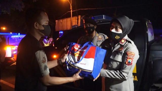 Wakapolres Purbalingga Pimpin Patroli Gabungan Sekaligus Bagikan Bantuan Bagi PKL