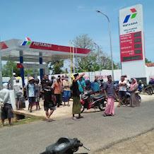 Pedagang BBM Eceran di Sumenep Demo Kantor Kecamatan Gayam dan SPBU