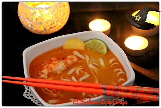 SOPA THAI CON GAMBAS  Y CURRY ROJO